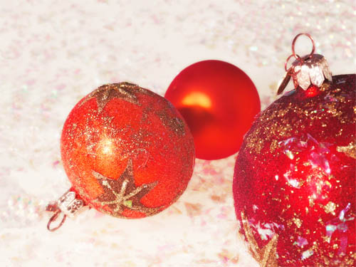 Wallpaper-christmas-ornaments-red-2 in Beautiful Christmas and Winter Wallpapers For Your Desktop