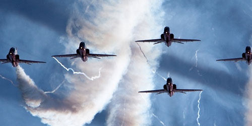 40-mesmeric-triple-screen-wallpapers-theredarrows in 40 Beautiful Triple Screen Wallpapers