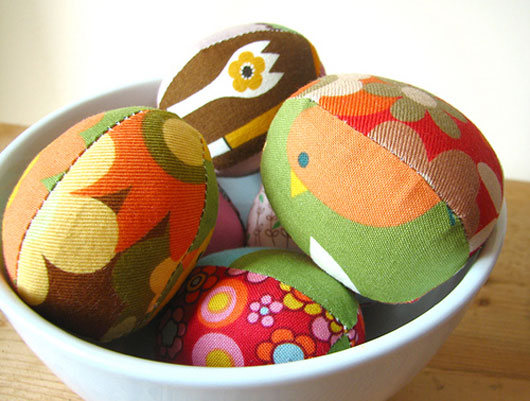 Retro Mama's Easter egg pattern
