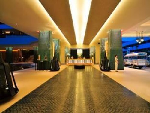 Hotels in phuket 3 awesome design concepts noupe for Hotel concept