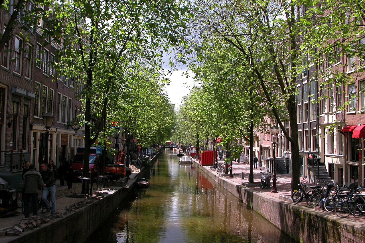 55 amazing commercial use photos of urban life noupe - The water street magical town in holland ...