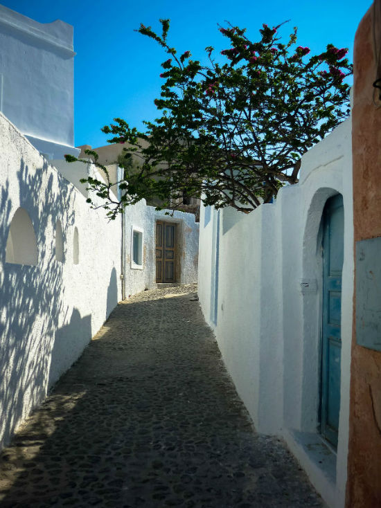 travelcoffeebook-oia