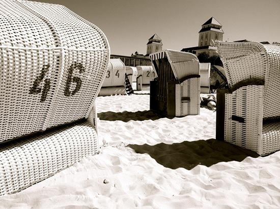 landscape-beach-canopied-beach-chair-black-and-white-01