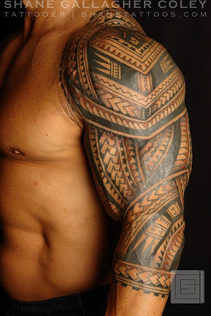 traditional polynesian tattoo colored maori shoulder tattoo