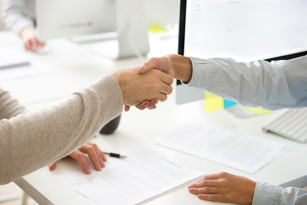 https://www.noupe.com/wp-content/uploads/2021/02/handshake-man-woman-after-signing-business-contract-closeup-1024x683.jpg