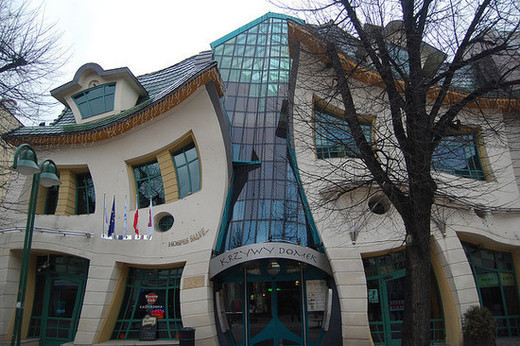 Unusual and Bizarre Building Designs noupe